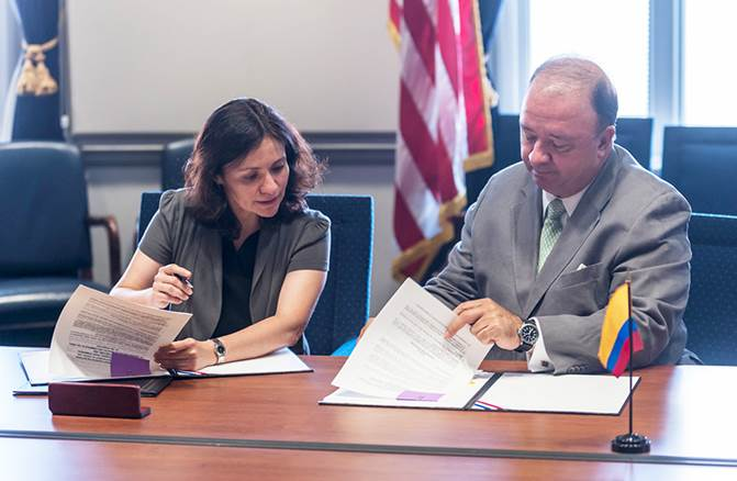 Chairwoman Ramirez signs the Memorandum of Understanding with Ambassador Villegas participating.